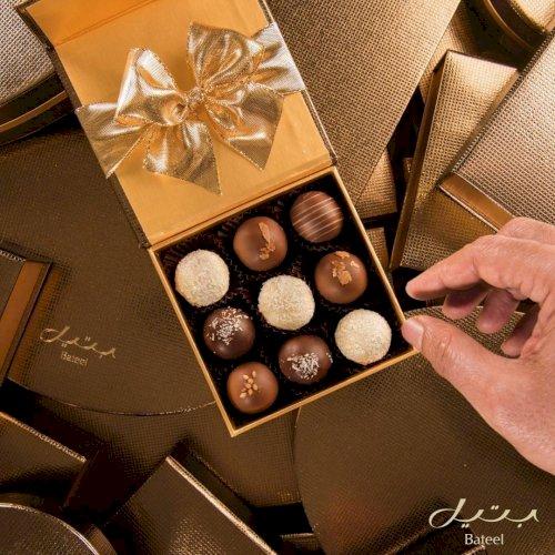 Midas Square S with Date Chocolates